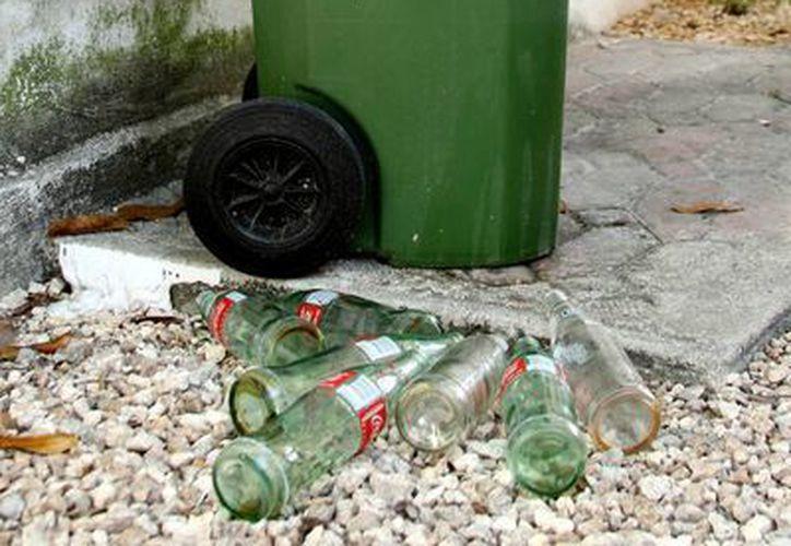 El vidrio será uno de los  principales residuos sólidos reciclables que se incrementará en los centros turísticos. (Octavio Martínez/SIPSE)