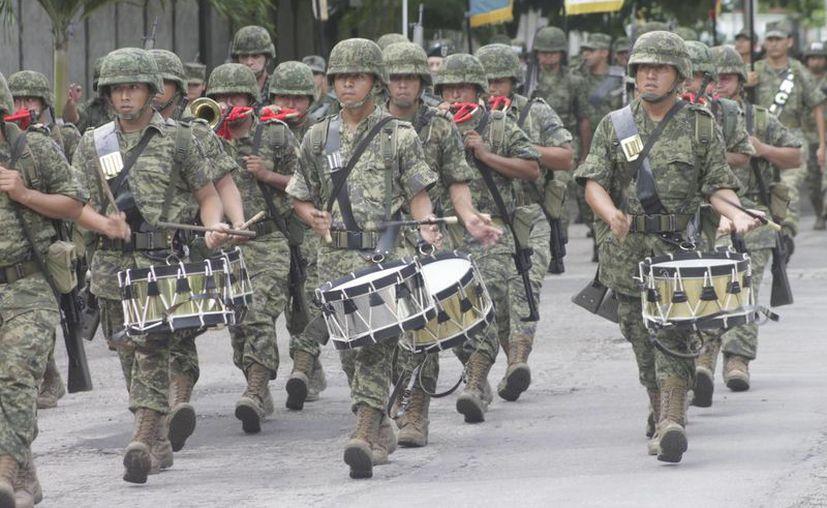 Banda de guerra reglamenaria de infantería. (Redacción/SIPSE)
