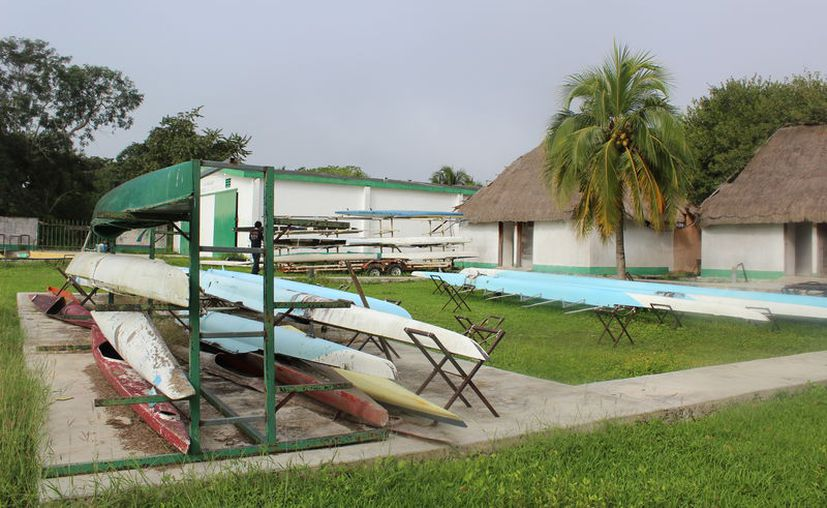 Las instalaciones de remo y canotaje en la comunidad de Huay-Pix se encuentran abandonadas y en condiciones deplorables e insalubres. (Miguel Maldonado/SIPSE)