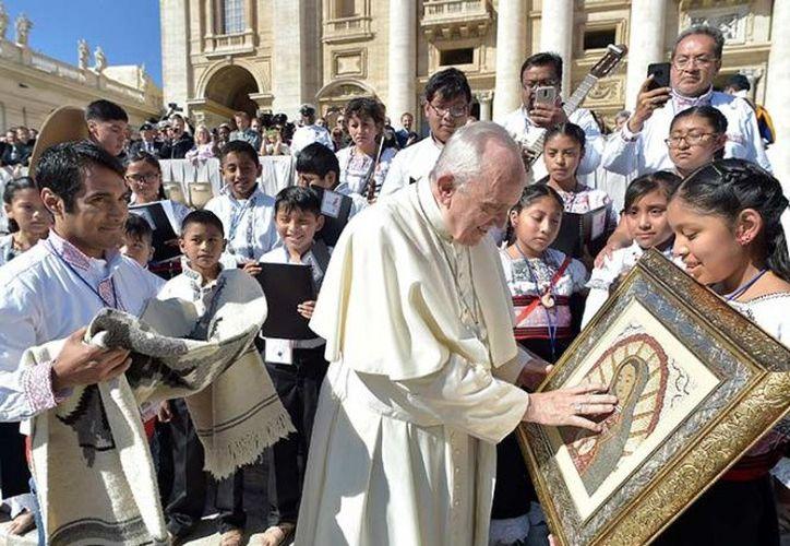 """El Papa en una misa se refirió al """"terrible terremoto"""" que azotó México lamentando que haya causado numerosas víctimas y daños materiales. (López Dóriga Digital)"""
