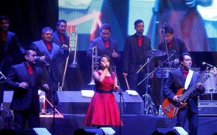 Los Ángeles Azules contaron con la presencia de artistas como Alicia Villarreal, Tessa y el argentino Fito Páez. (Notimex)
