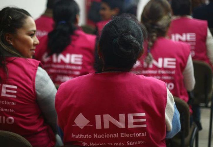En puerta contratación de personal electoral. (Foto: INE)