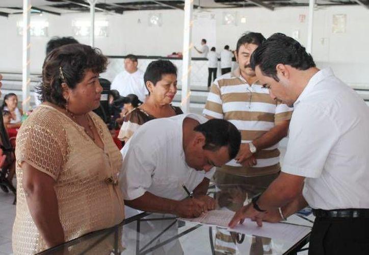 El evento tiene como propósito apoyar a las parejas que viven en unión libre a legalizar su unión. (Foto de Contexto/SIPSE)