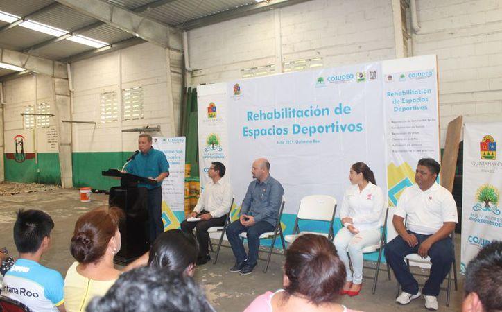El presidente municipal encabezó el inicio de los trabajos. (Gloria Poot/SIPSE)