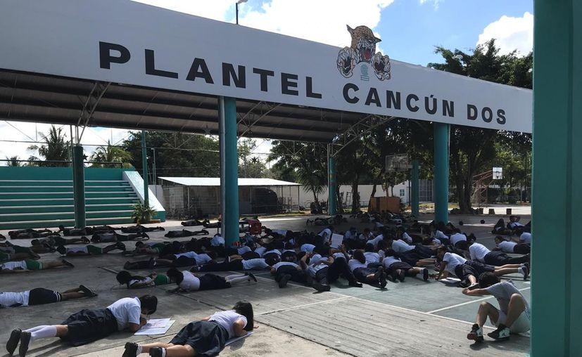 Los estudiantes se colocaron en diferentes partes del Bachilleres Dos. (Facebook/Bachilleres Dos)
