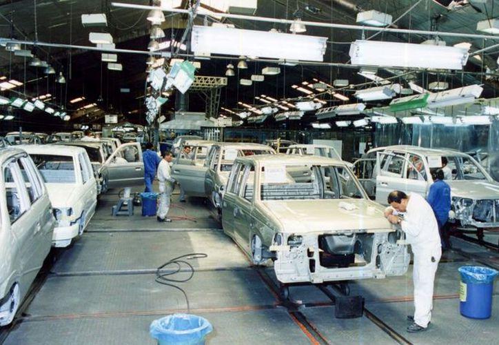 La producción de vehículos en México se encuentra en sus máximos históricos. (Internet)