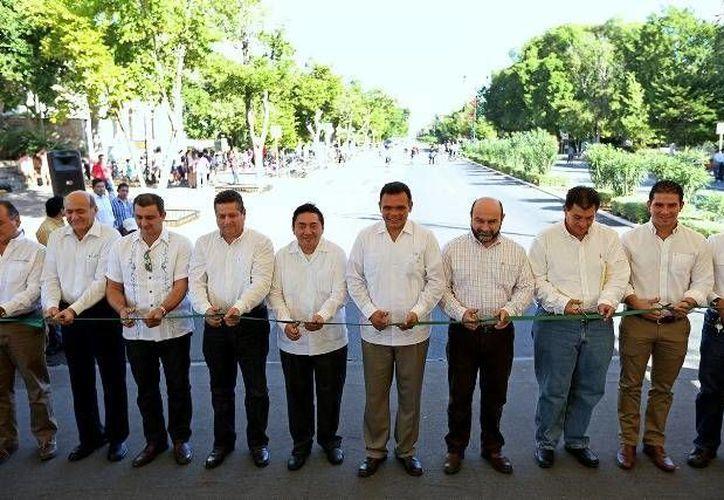 El Gobernador entregó los trabajos de rehabilitación del Paseo de Montejo y la avenida Internacional de Mérida, en los que se erogaron recursos por 47 mdp. (Cortesía)