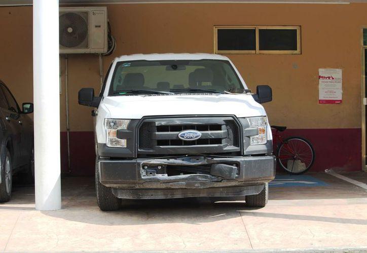 El vehículo del instituto que fue recuperado por las autoridades. (Octavio Martínez/SIPSE)