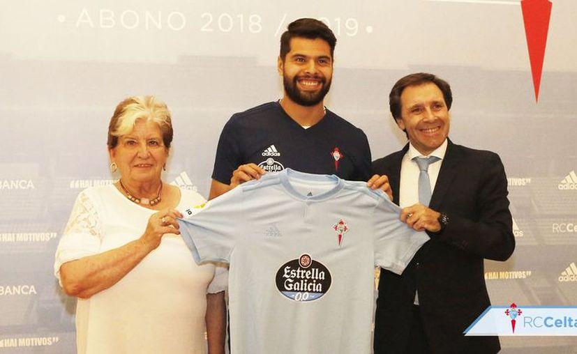 Néstor estuvo acompañado del director deportivo Felipe Miñambres y la consejera Carmen Avendaño. (Twitter)