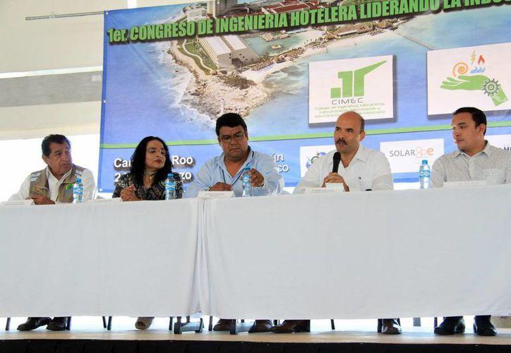 Inauguración del Congreso de Ingeniería Hotelera en Cancún. (Luis Soto/SIPSE)