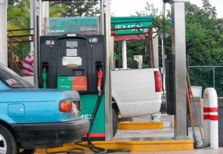 De la descarga total de petrolíferos en el muelle de Progreso, la mayor parte es de gasolina Magna. (Imagen de contexto/Harold Alcocer-SIPSE)