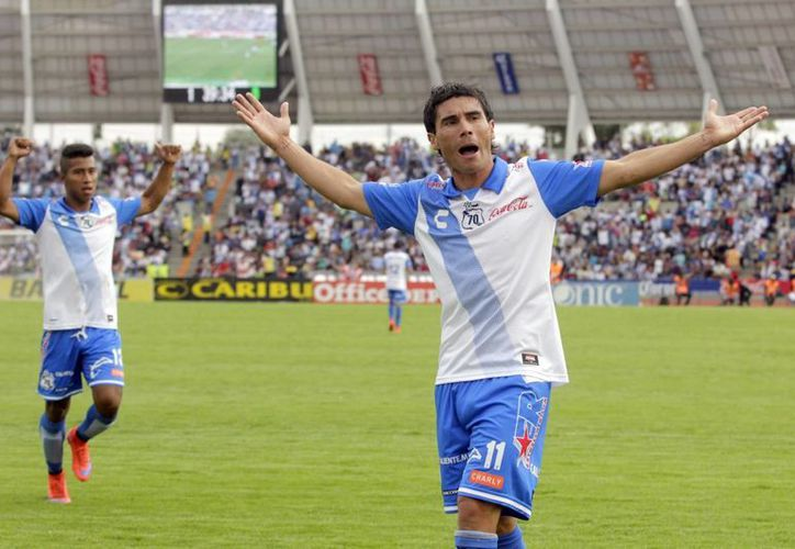 Alustiza celebra uno de los goles que dio ventaja al Puebla sobre un León que confirmó una mala campaña. (Notimex)