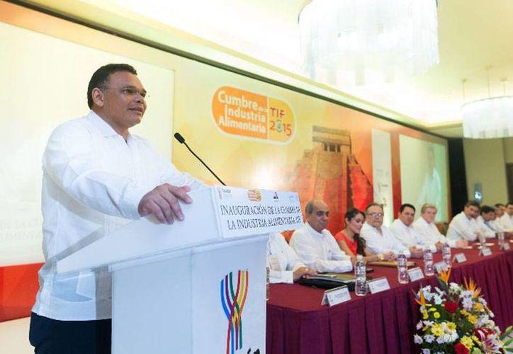 El gobernador de Yucatán, Rolando Zapata Bello, inauguró la Cumbre de la Industria Alimentaria 2015. (yucatan.gob.mx)
