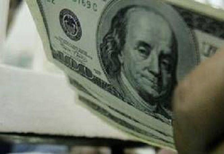 Las casas de cambio de Mérida ofrecieron la divisa estadounidense este lunes hasta en 13.08. (Archivo/AP)