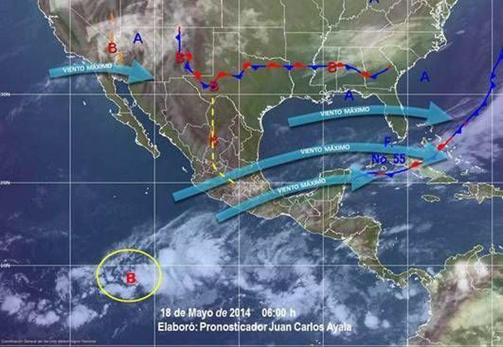 El canal de baja presión que se localiza en el sureste del país origina lluvias fuertes y tormentas eléctricas en la Península de Yucatán. (Redacción/SIPSE)
