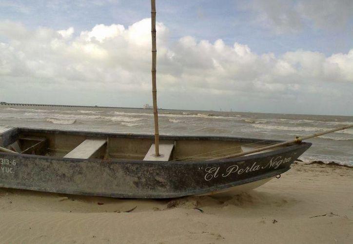 'El Perla Negra' atracado en la costa de Yucatán. (Facebook/Karla Andrade Albornoz)