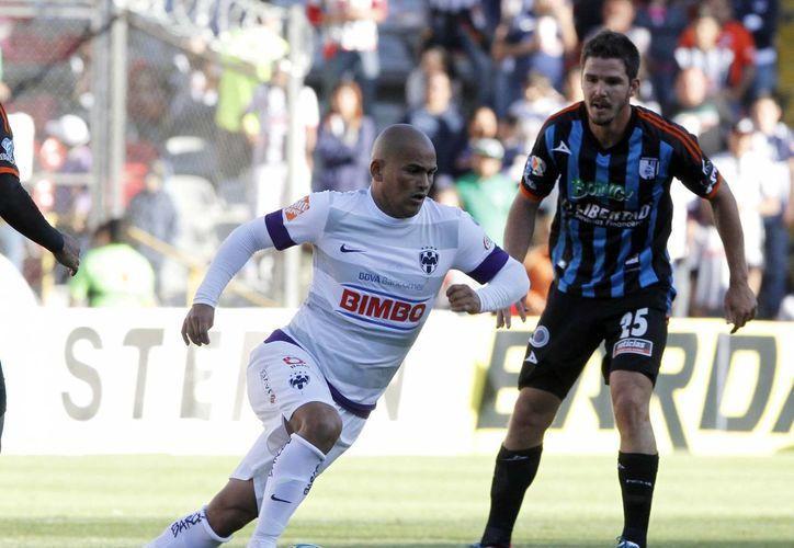 El chileno Humberto Suazo (de blanco) es una de las figuras del Monterrey. (Notimex/Archivo)