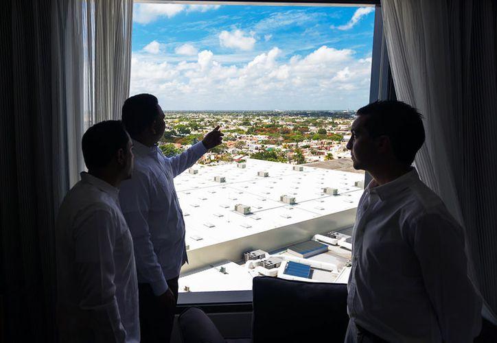 Este jueves, se inauguró el hotel Hilton Garden Inn Mérida, ubicado en el área del centro comercia Uptown. (Cortesía)