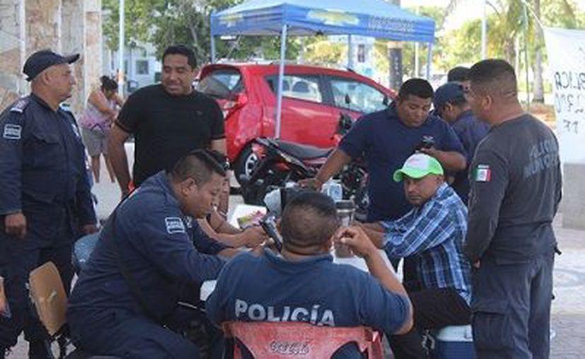En Tulum, elementos de Seguridad Pública permanecen en paro de labores. (Foto: Sara Cauich/SIPSE)