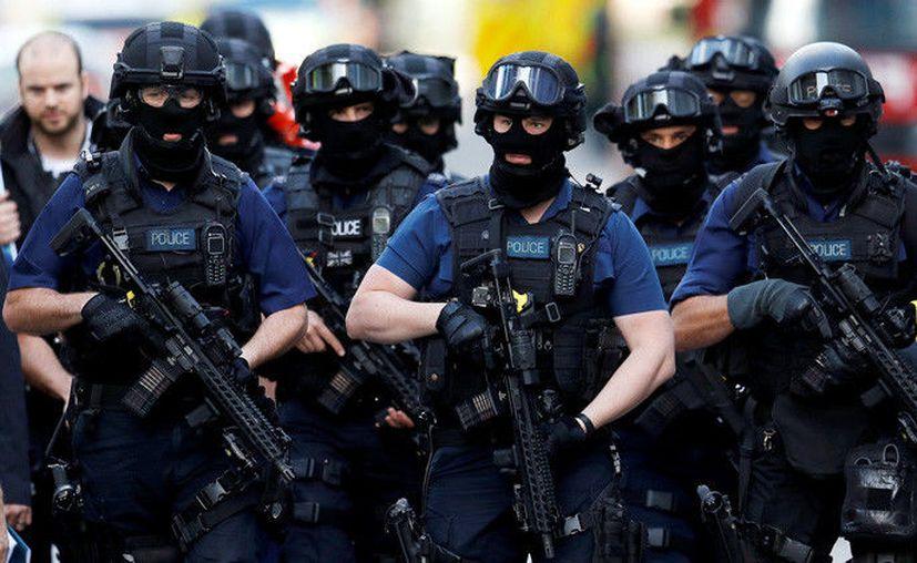 Los ocho policías armados respondieron con contundencia hacía los sospechosos. (RT)
