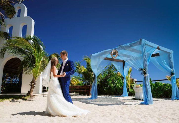 El número de parejas rusas que vienen exclusivamente a casarse a la Riviera Maya, está en aumento.  (Luis Ballesteros/SIPSE)