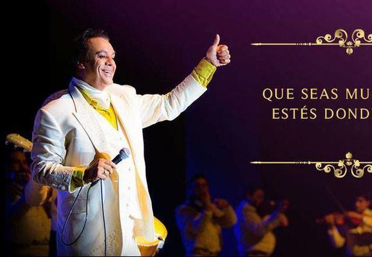 Juan Gabriel recibirá la guitarra sebastiana de la SACM, premio creado el honor al fallecido cantautor Joan Sebastian. (Facebook: Juan Gabriel)