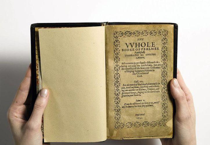 De este libro de salmos, en un principio había 1,700 ejemplares impresos, pero en la actualidad sólo existen once. (EFE)