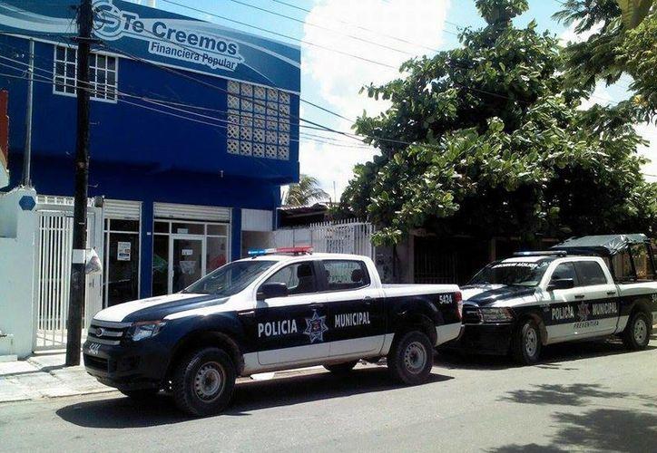 Elementos de la Policía Municipal arribaron al lugar. (Redacción/SIPSE)