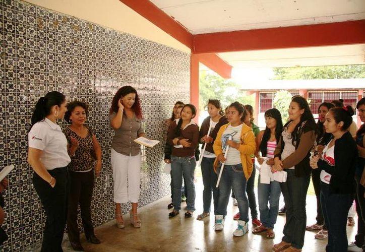 Se impartirá un taller a diez multiplicadores maya-parlantes, que trabajarán con las y los jóvenes de los municipios de Benito Juárez, Solidaridad y Othón P. Blanco. (Redacción/SIPSE)