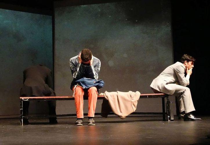 La obra teatral <i>Un corazón normal</i> fue escrita en 1985 por Larry Kramer, y fue pionera en tratar en escena el tema del VIH. (entretenia.com)