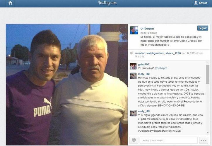 Oribe Peralta, el actual ´héroe' de la Selección Mexicana, con su padre. (Foto de Instagram)