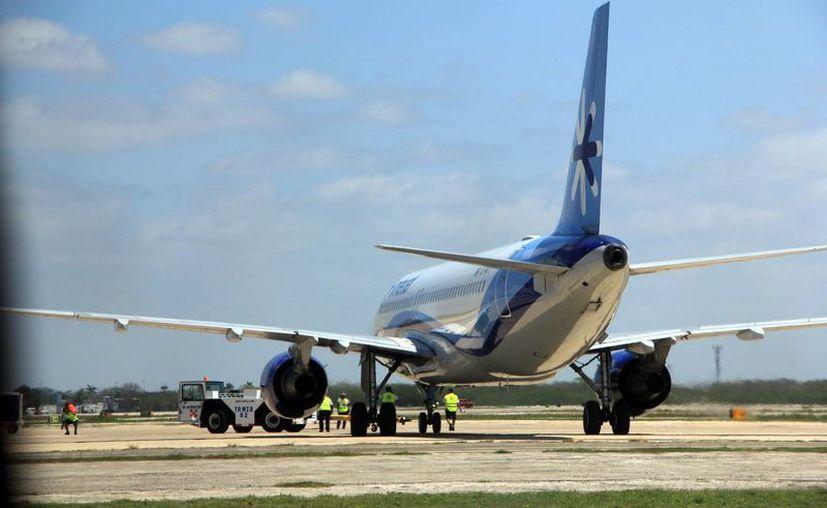 Empresarios esperan que la conectividad aérea fortalezca a Yucatán como destino turístico. En la imagen, un avión de Interjet en el Aeropuerto de Mérida, utilizada como contexto. (Archivo/Milenio Novedades)
