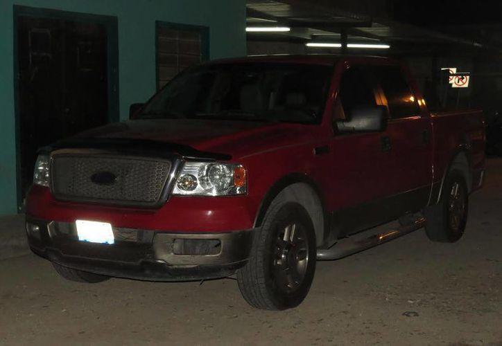Tres hombres fueron detenidos en una camioneta en la entrada de Tizimín por portar armas de uso exclusivo del Ejército Mexicano. (SIPSE)