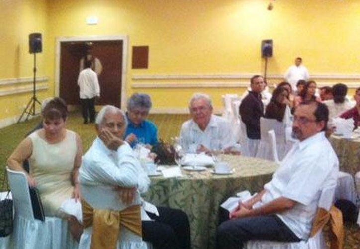 Creadores literarios participaron en un desayuno de la Sedeculta. (Milenio Novedades)