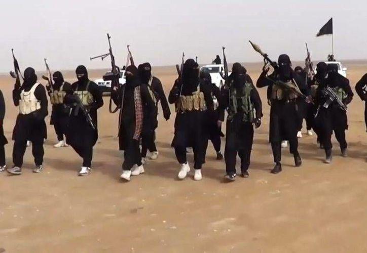 Una imagen tomada de un video de propaganda muestra al grupo yihadista del Estado Islámico de Irak en la provincia de Nínive, Irak. (AFP/nacion.com)