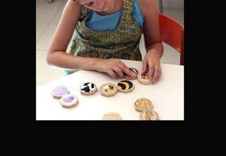 Entre los juguetes que diseña se encuentra el Memo de los animales hecho con madera. (facebook.com/pages/Dragonfly-Juguetes-Inclusivos-terapéuticos-y-didacticos)