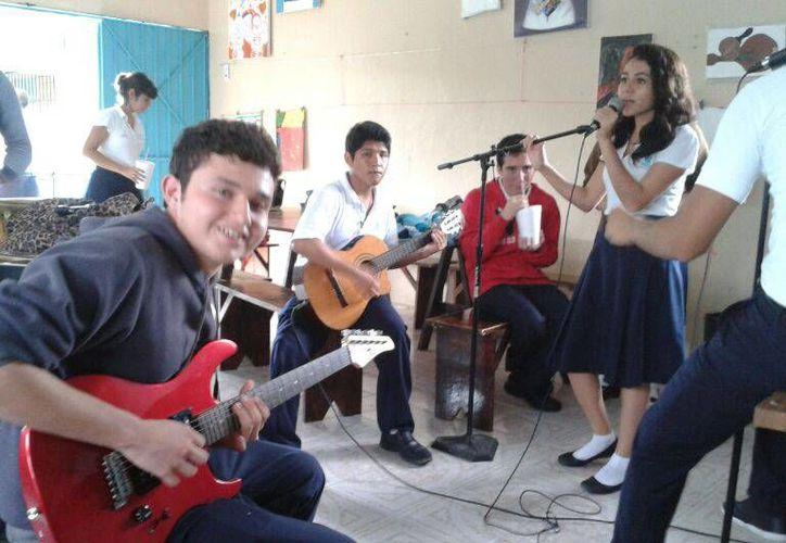 Los alumnos se prepararon con dos meses de anticipación para el concurso. (Redacción/SIPSE)