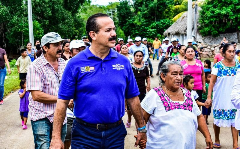 El candidato recorrió comunidades de los municipios de José María Morelos y Bacalar. (Redacción)