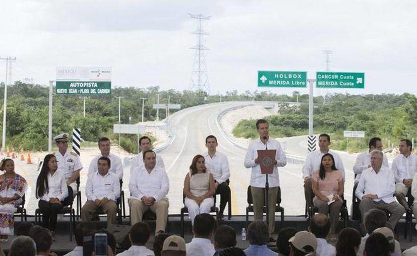 Peña Nieto inauguró este miércoles un nuevo tramo carretero en el estado de Quintana Roo. (Presidencia)