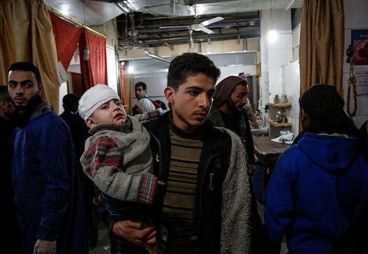 De las 194 víctimas mortales, al menos 49 personas murieron este martes en ataques aéreos. (Getty Images)