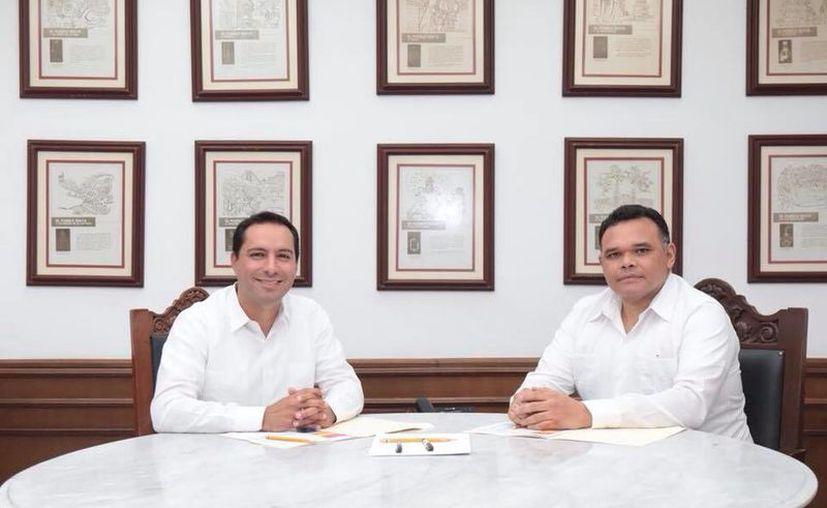 Vila Dosal y Zapata Bello durante su reunión en el Despacho del Gobernador. (Milenio Novedades)