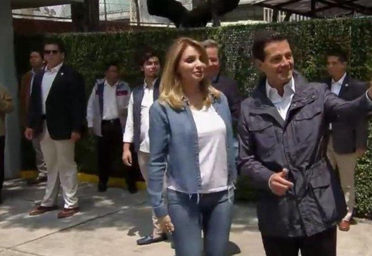Despúes de emitir su voto, el presidente Enrique Peña nieto recordó que este domingo se realizan elecciones en 14 entidades, en 12 de ellas para gobernadores y autoridades locales.(Twitter: @PresidenciaMX)