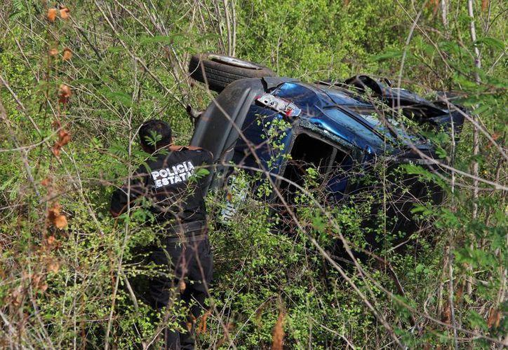 Un hombre que conducía un Chevy falleció este martes en la madrugada al volcar en la carretera Ticimul Umán. (Aldo Pallota/SIPSE)