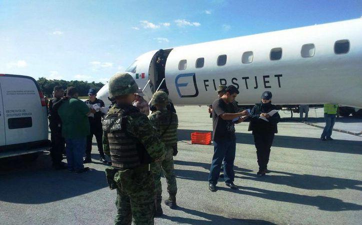Los presos salieron desde temprano del Cereso de Cancún. (Redacción/SIPSE)