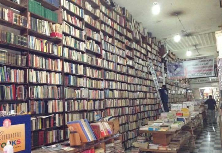 Comerciantes aseguran que es imposible que la tecnología reemplace a los libros de papel. (mexplora.com)