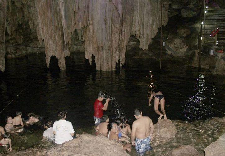 Promocionan los cenotes en redes sociales para captar más visitantes. (Luis Soto/SIPSE)