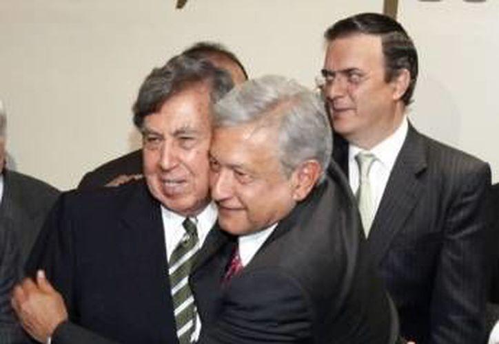 Cárdenas y López Obrador llaman a los mexicanos a unirse en una resistencia civil pacífica contra la privatización de Pemex. (Agencias/Archivo)