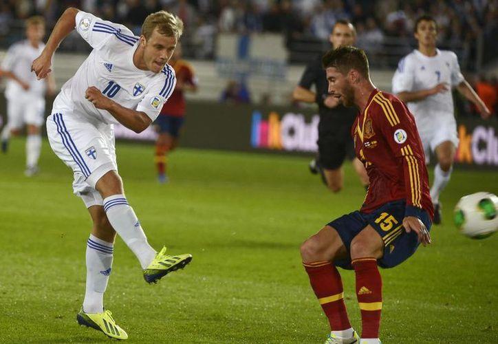 España dio un golpe de autoridad al vencer 2-0 a Finlandia en Helsinki, en las eliminatorias mundialistas. (Agencias)