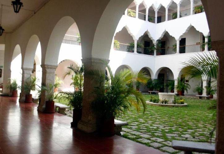 La Uady abrió sus puertas para que los candidatos a la Alcaldía de Mérida compartan sus propuestas. El foro será en la Facultad de Ingeniería. La imagen es del edificio central, utilizada sólo como contexto. (Archivo/Milenio Novedades)