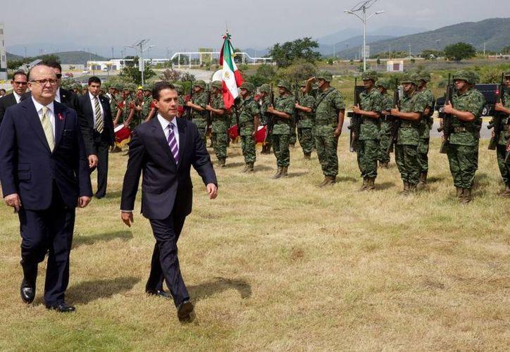 Usa Today, The New York Times y The Washington Post cuestionan la aseveración del presidente mexicano Enrique Peña Nieto de que la violencia está cediendo. (presidencia.gob.mx/Foto de contexto)